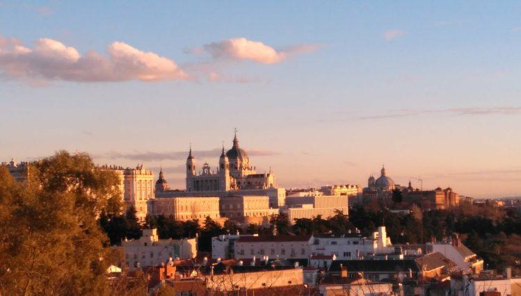 západ slnka v Madride pri Templo de Debod