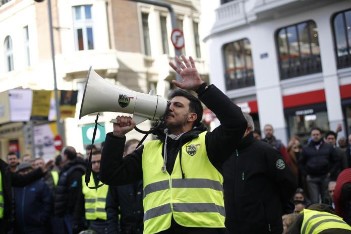 """Los taxistas toman Madrid, aseguran que no darán """"ni un paso atrás"""" y establecerán su 'cuartel general' de huelga en Ifema 2"""