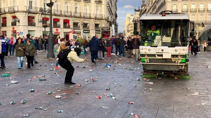 Puerta del Sol de Madrid tras la 'conquista' de los aficionados del Ajax.