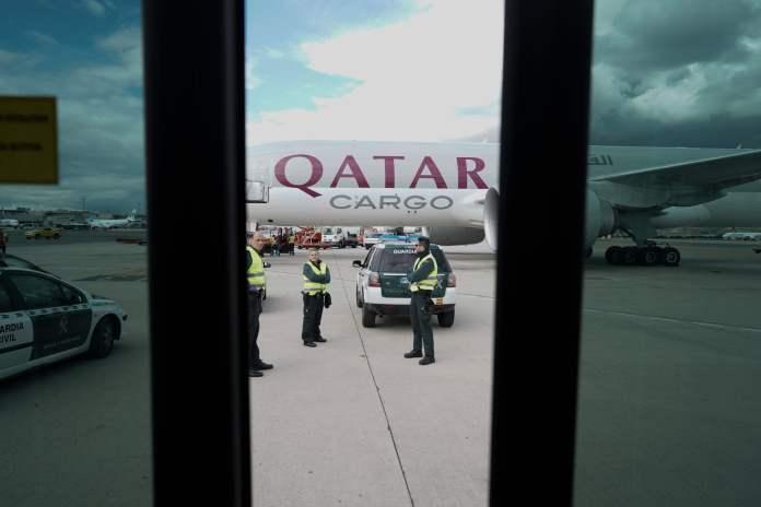 Llega a Barajas el primer avión de la Comunidad de Madrid con 58 toneladas de material sanitario 13