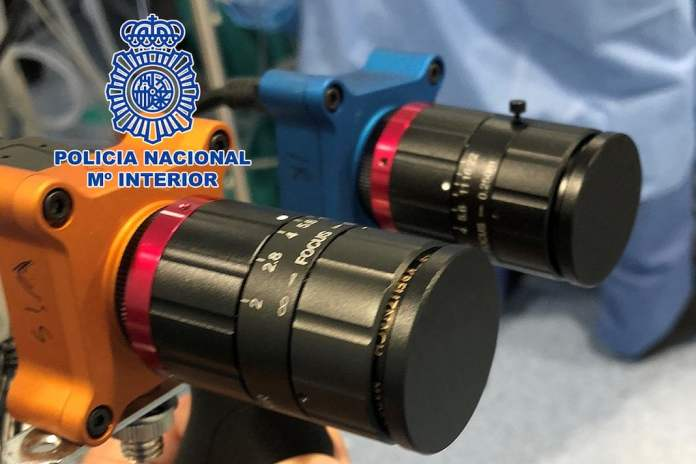 La Policía Nacional diseña un dispositivo para ver el coronavirus en superficies 1