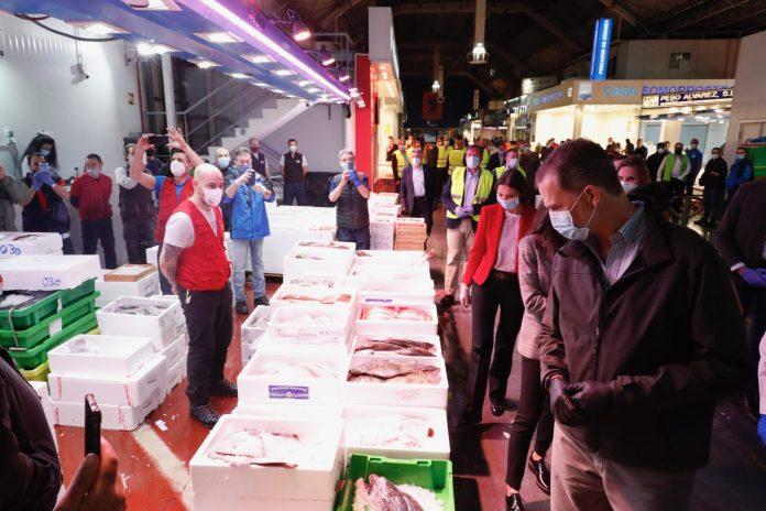 Felipe y Letizia visitan Mercamadrid: un recorrido 'real' a las 5:30 am 5