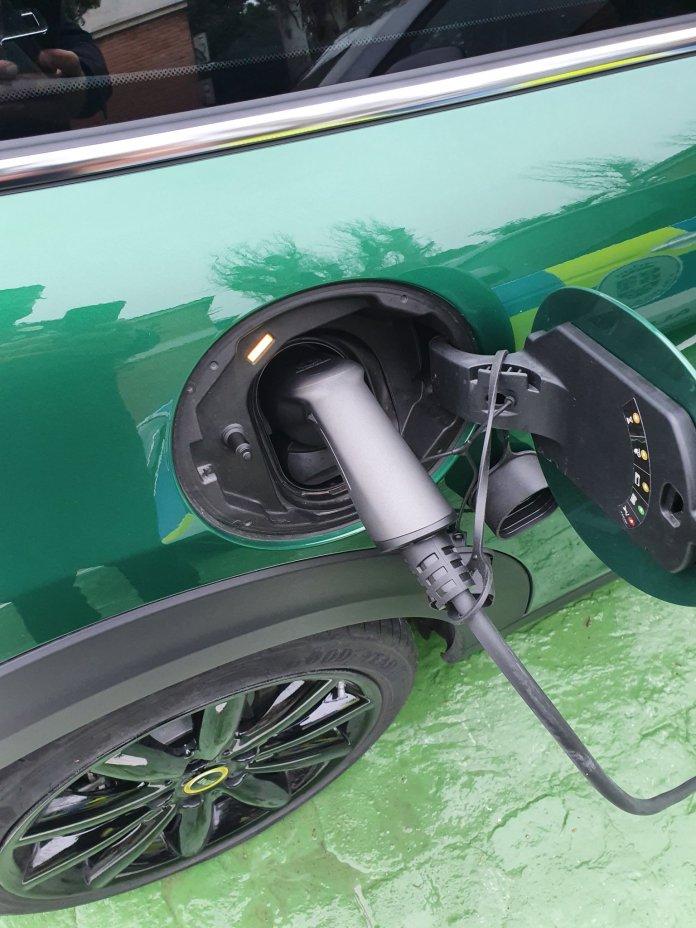 Dos nuevos puntos de recarga de vehículos eléctricos en Alcobendas 3