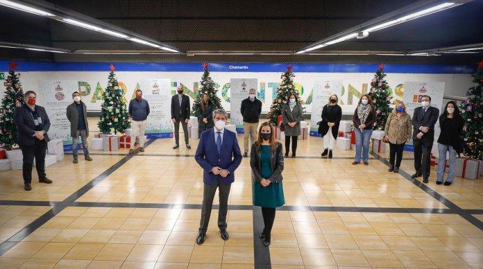 Un Metro, doce causas: un árbol de Navidad solidario en cada línea 1