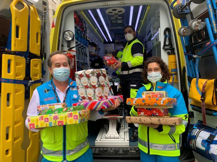Sanitarios del SUMMA 112 entregan juguetes a niños tutelados 2