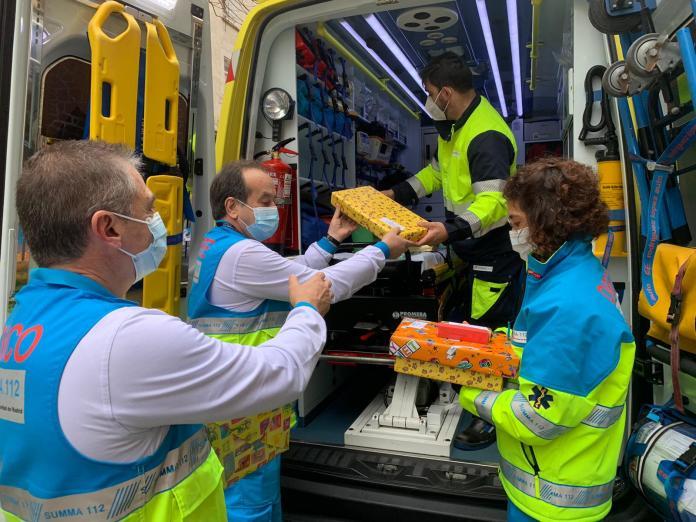 Sanitarios del SUMMA 112 entregan juguetes a niños tutelados 1