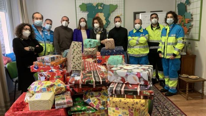 Sanitarios del SUMMA 112 entregan juguetes a niños tutelados 4