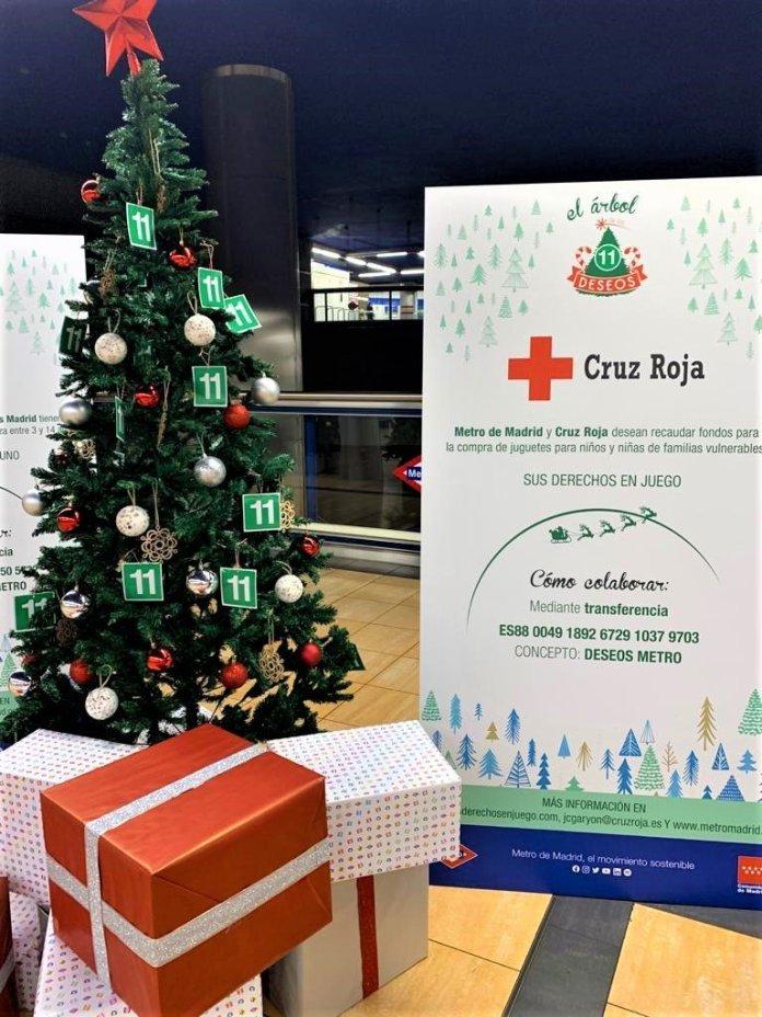 Un Metro, doce causas: un árbol de Navidad solidario en cada línea 12