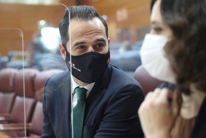 Madrid descarta nuevas restricciones pese al aumento desbocado de contagios 1