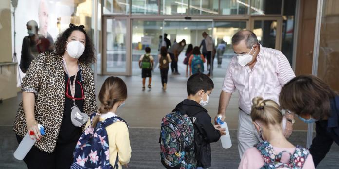 Los colegios de Valdemoro reciben 11.000 mascarillas reutilizables 1