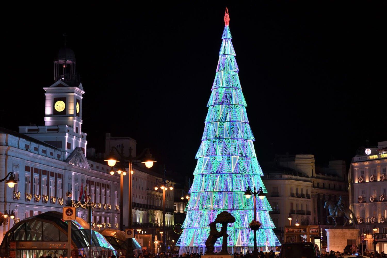 Los Reyes Magos llenaron Madrid de ilusión y esperanza 16