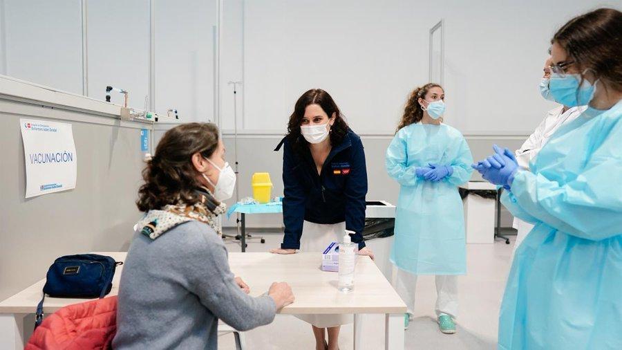 Madrid retoma la vacunación con AstraZeneca en el Wanda y el Zendal 3
