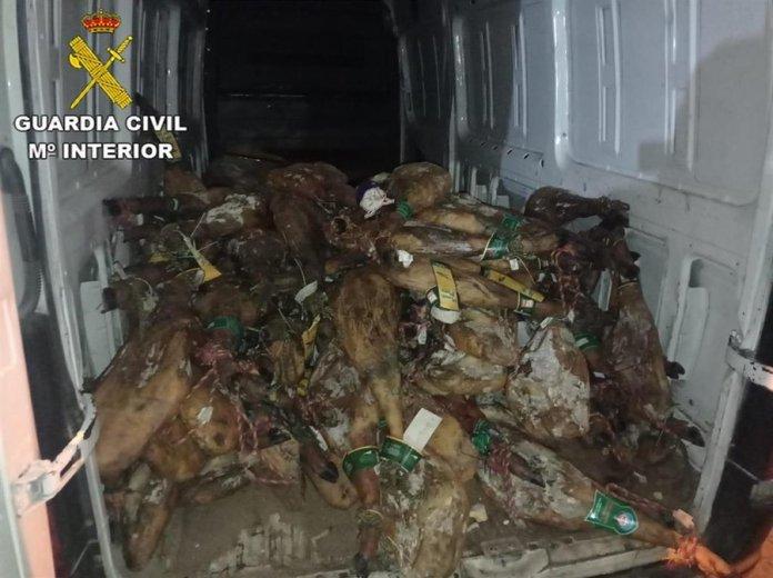 Detienen a siete personas por robar 130 jamones en una nave de Humanes 1