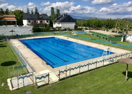 La piscina municipal de Navaarmado en El Escorial abre sus puertas 1
