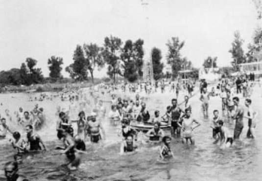 ¡Qué calor!, la exposición fotográfica veraniega de los años 30 a los 70 3