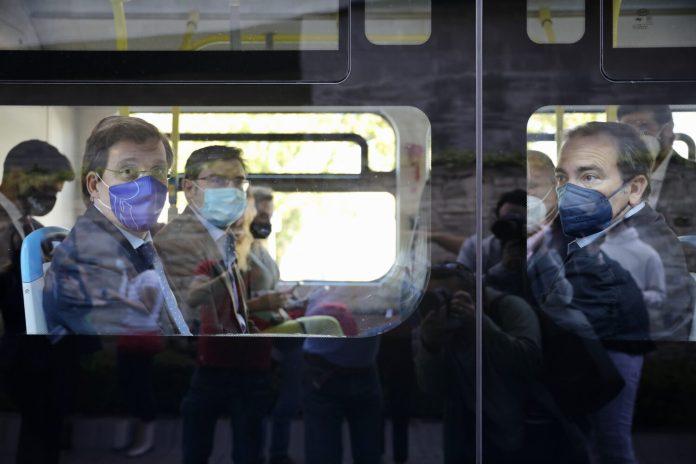Almeida da el pistoletazo de salida al bus lanzadera entre plaza Elíptica y el intermodal de Islazul 2