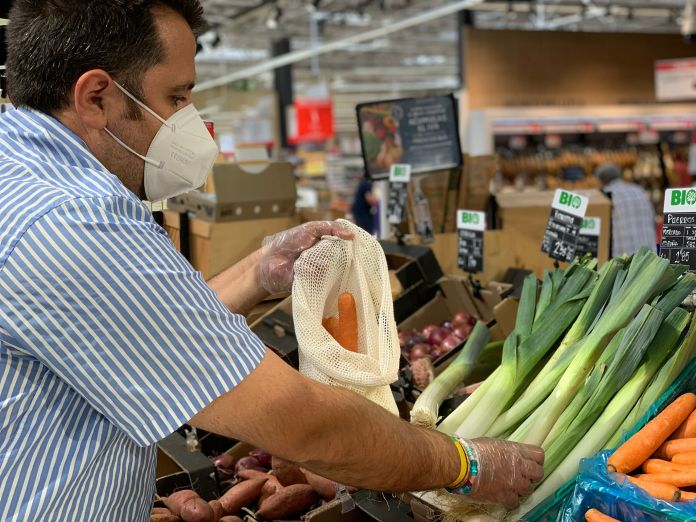 Carrefour reduce un 50% la presencia de plástico en envases de frutas y verduras 1