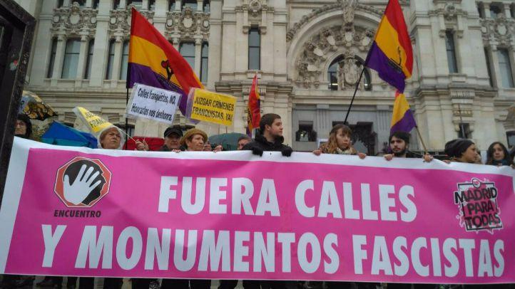 Protesta memorialista en el Ayuntamiento de Madrid