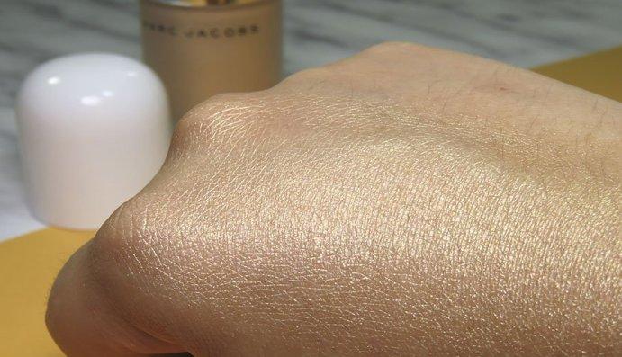 marc jacobs beauty Dew Drops Coconut Gel Highlighter líquido dew you iluminador 2