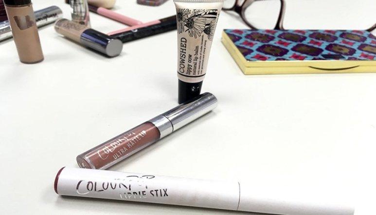 Neceser ideal de maquillaje neceser de maquillaje para principiantes productos en minitallas maquillaje labiales colourpop cowshed