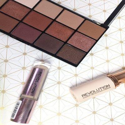 Paleta Reloaded, Conceal and Define y Fast Base – Makeup Revolution