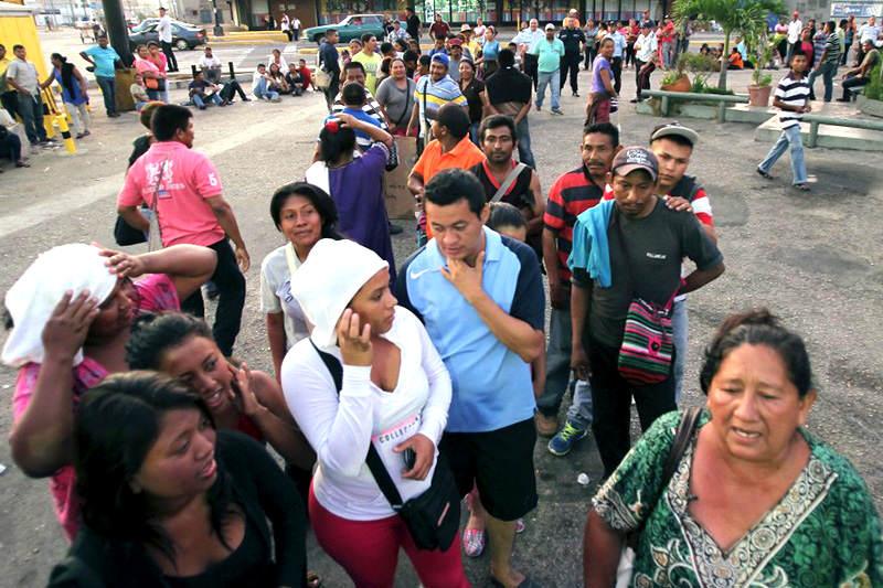 colas-para-comprar-alimentos-escasez-en-Venezuela-bachaqueros-13