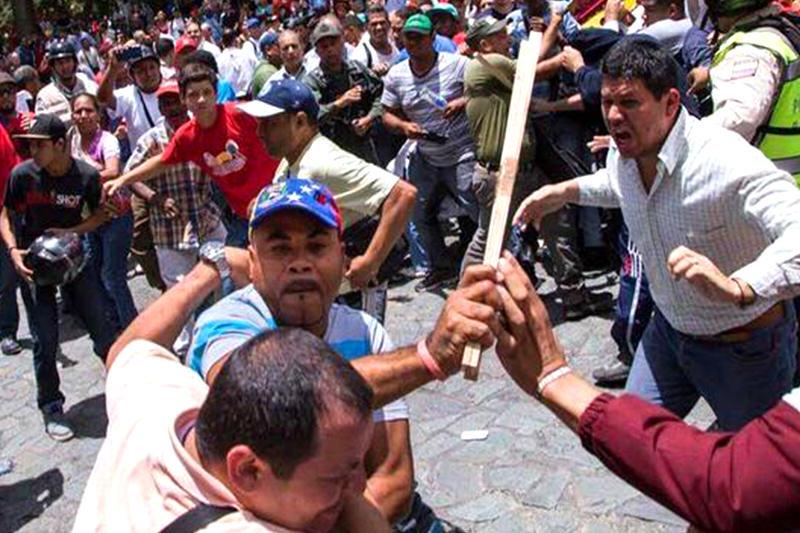 agresiones-de-chavistas-en-palacio-de-justicia-10s---20