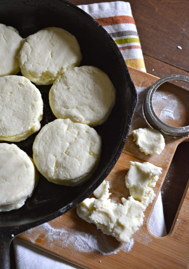 PERFECT Gluten Free Buttermilk Biscuits! This no fail recipe is sure to impress! www.maebells.com