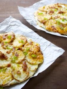 Loaded Baked Potato Pizza...all the things you love about a baked potato, in pizza form! www.maebells.com