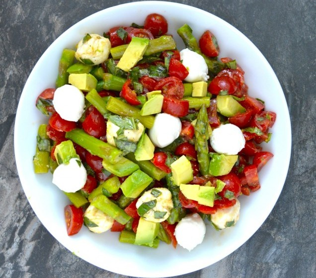 Asparagus, Tomato and Avocado Salad in a creamy lemon vinaigrette! Healthy, quick and delicious! www.maebells.com
