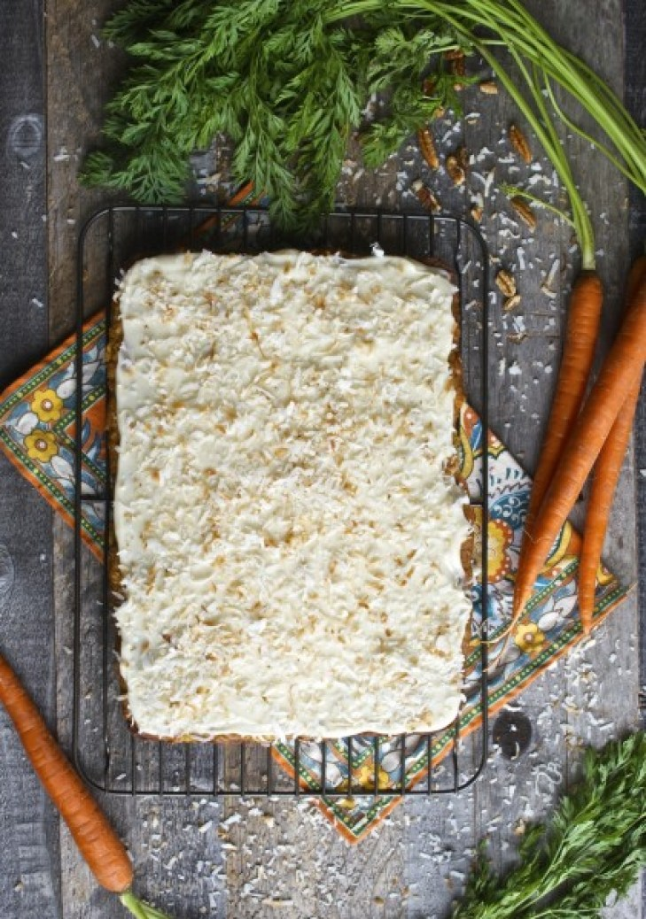 Carrot Cake Bars with Vanilla Cream Cheese Icing, gluten free and SO GOOD! www.maebells.com