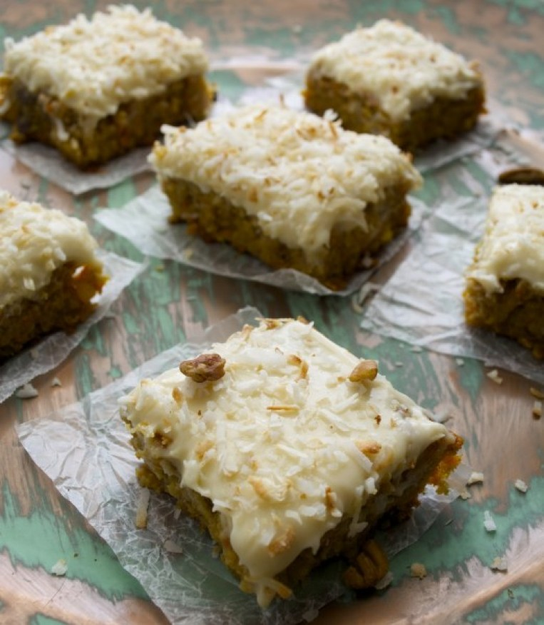 Carrot Cake Bars with Vanilla Cream Cheese Icing! So delicious and gluten free! www.maebells.com