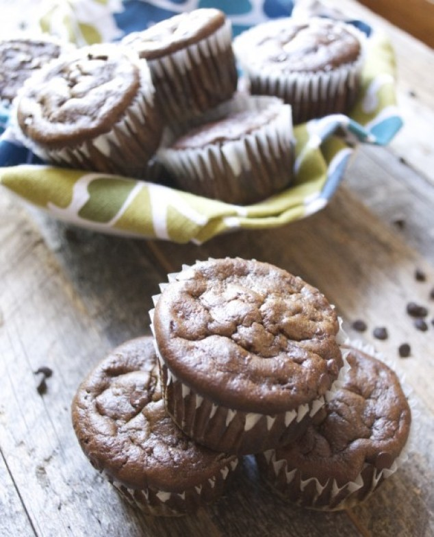 Flourless Chocolate Protein Muffins www.maebells.com