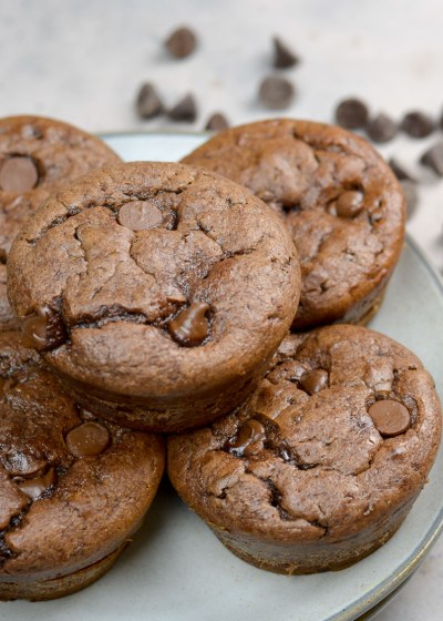 These Chocolate Flourless Protein Muffins are naturally gluten free and perfect for easy meal prep!