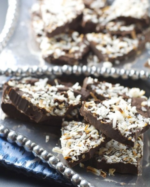 Coconut Mocha Bark, just 4 super simple ingredients! www.maebells.com