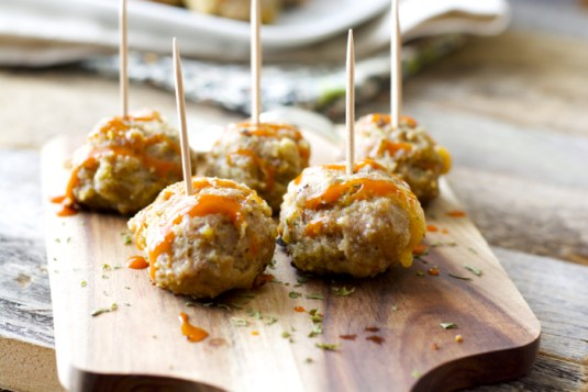 Skinny Cheddar Stuffed Meatballs, perfectly tasty and totally gluten free! www.maebells.com