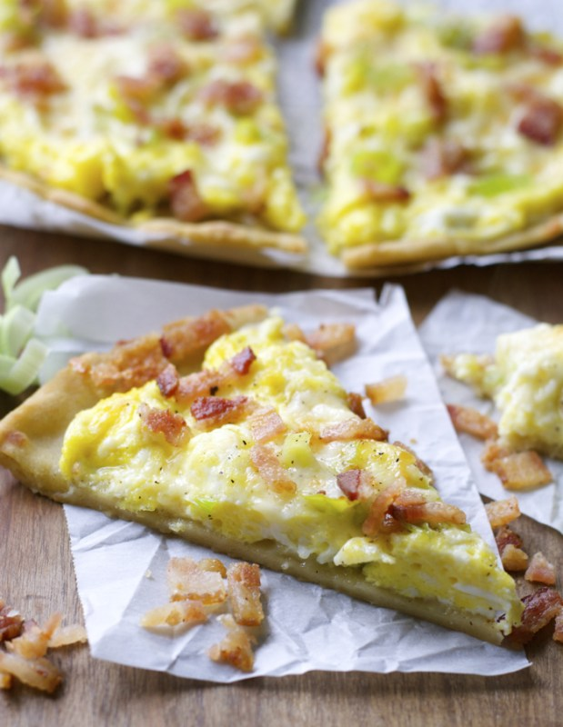 Crispy Breakfast Pizza with Cheddar and Leeks (gluten free!) www.maebells.com