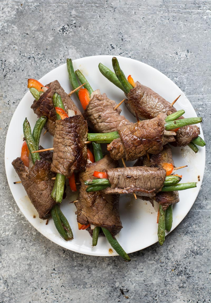 These easy Keto Steak Rolls are loaded with flavor. Flank steak is wrapped around green beans, peppers and onion, just 4 net carbs per serving! #keto