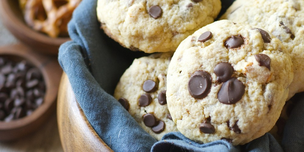 Gluten Free Dark Chocolate Chunk Salted Pretzel Cookies! These soft and delicious cookies are packed with rich chocolate and salty pretzels!