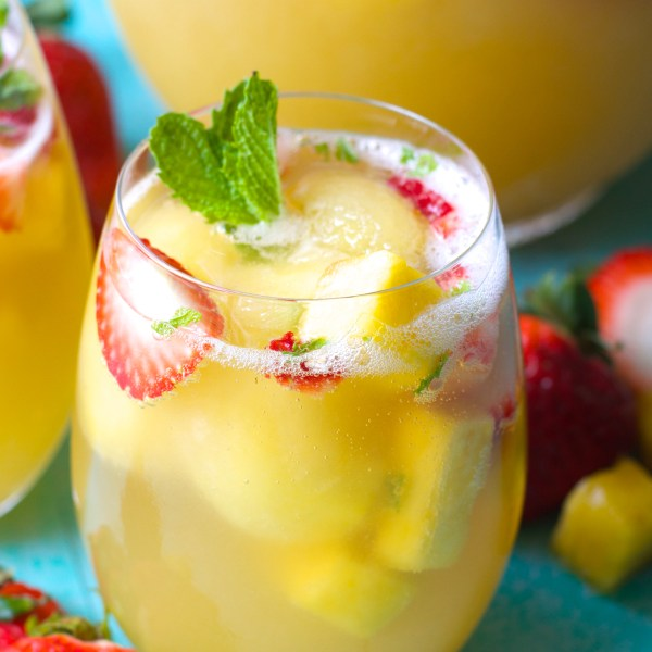 Sparkling Pineapple Strawberry Punch + Video