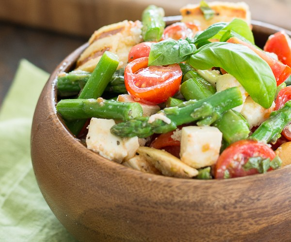 This delicious Asparagus and Tomato Panzanella Salad comes together with just a few simple ingredients! A healthy and delicious salad you will love all Summer long!