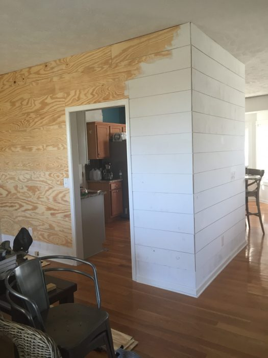 An affordable DIY Farmhouse Dinning Room! How we turned an ordinary house into a stylish farmhouse on a budget!