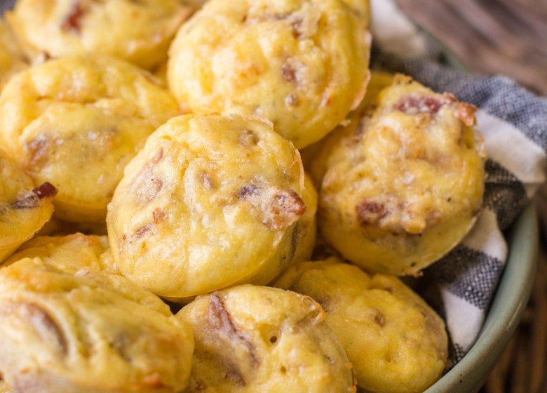 The perfect easy keto breakfast! Try these Keto Bacon Egg and Cheese Bites for an easy grab and go breakfast! #keto #mealprep
