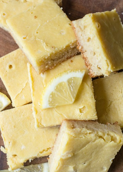 The best keto lemon bars! These sweet and tangy bars are low carb, gluten free and keto approved! #keto