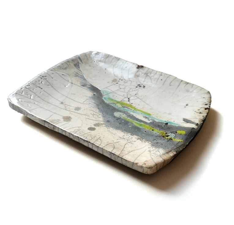 Plat rectangulaire terre blanche, émail transparent, turquoise et vert, 17x22 cm