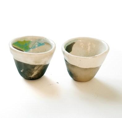 deux coquetiers, terre blanche, émail transparent, vert et turquoise