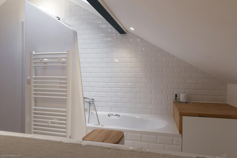 baignoire amenagement comble ivry. Black Bedroom Furniture Sets. Home Design Ideas