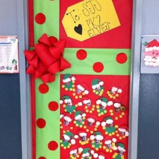 natale idee per decorare la porta della tua sezione