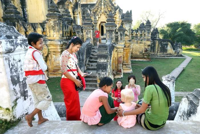Dernière séance photo en Birmanie pour Éléanor.