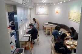 Un tout petit restaurant en sous-sol comme il y en a plein à Tokyo !